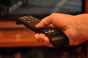 Oglądaj filmy na ekranie swojego telewizora